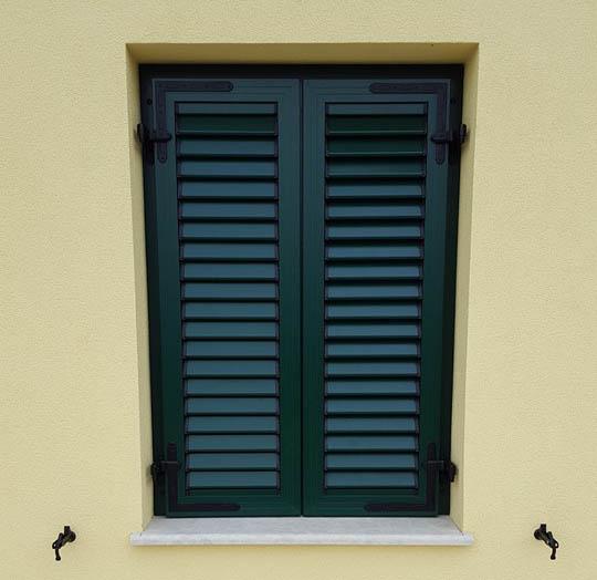 Zaprte ALU polkne okna