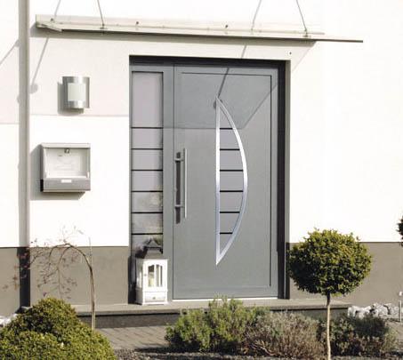 PVC vhodna vrata z obsvetlobo na levi strani